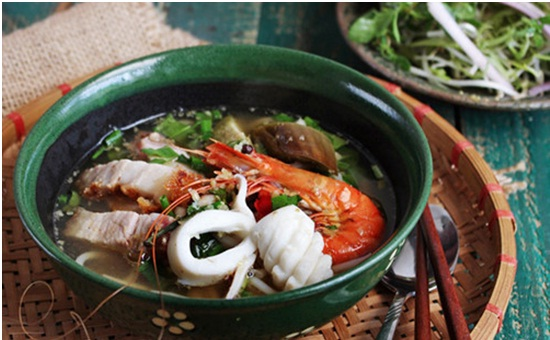 Best vietnamese bun mam recipe - Rice Vermicelli Soup with fermented fish and seafood 1