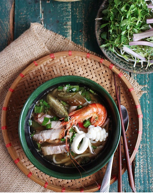 Best vietnamese bun mam recipe - Rice Vermicelli Soup with fermented fish and seafood 11