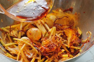 Banh-trang-tron-recipe-How-to-make-rice-paper-salad-8