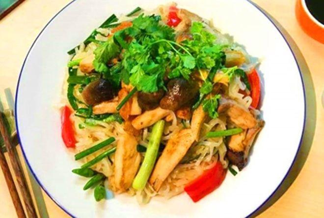 3-extremely-easy-Hu-Tieu-Xao-recipe 7