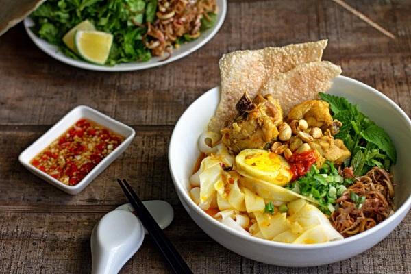 Mi-quang-recipe-How-to-make-mi-quang-noodles 1