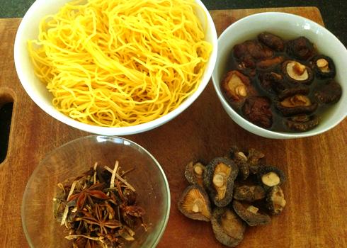 Mi-vit-tiem-recipe-Braised-Duck-with-Egg-Noodle-Soup 4