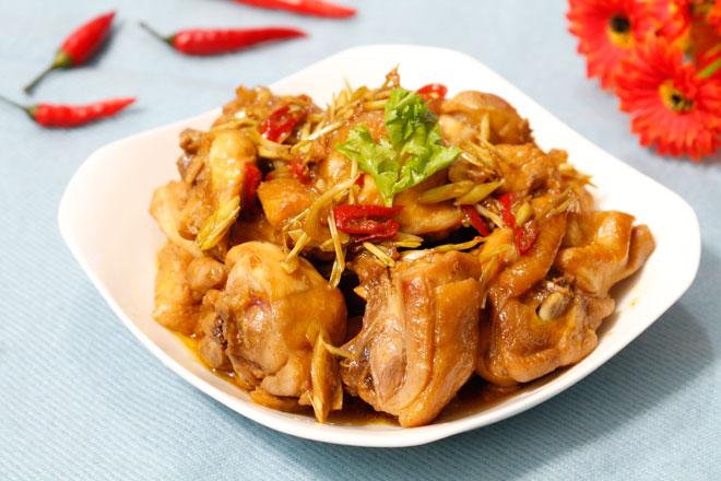 Ga-xao-sa-ot-Recipe-Vietnamese-Chicken-with-lemongrass-and-chili 1
