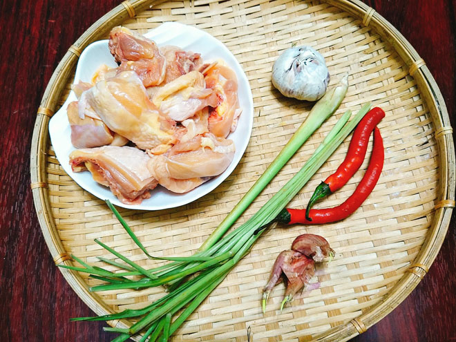 Ga-xao-sa-ot-Recipe-Vietnamese-Chicken-with-lemongrass-and-chili 2