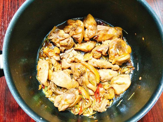 Ga-xao-sa-ot-Recipe-Vietnamese-Chicken-with-lemongrass-and-chili 7