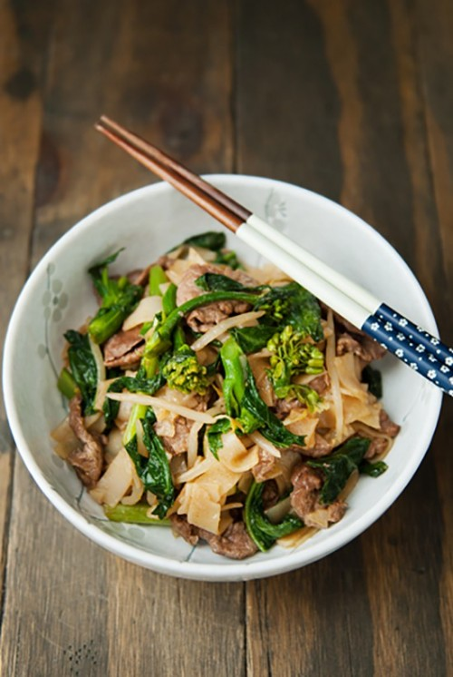 Easy Pho Xao Recipe Stir Fried Rice Noodles With Beef Yummy Vietnam