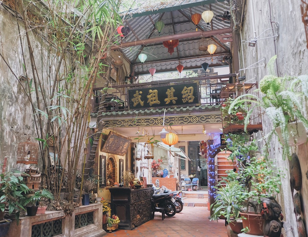 The-4-best-places-to-enjoy-Vietnamese-egg-coffee-in-Hanoi 7