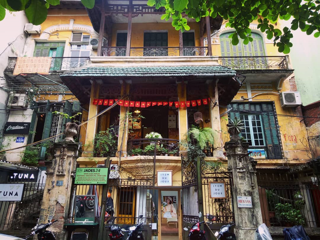 The-4-best-places-to-enjoy-Vietnamese-egg-coffee-in-Hanoi 8