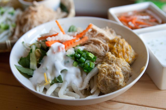 Banh-Tam-Bi-Recipe-Vietnamese-vermicelli-with-pork-and-coconut-cream 1
