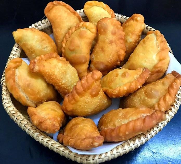 Banh-goi-Recipe–How-to-make-Vietnamese-Crispy-Dumplings 12