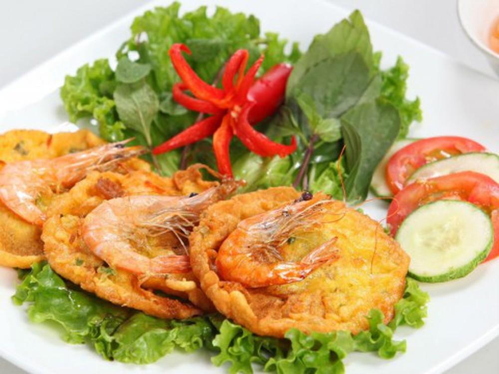 Vietnamese-banh-tom-recipe-Sweet-potato-shrimp-fritters 1