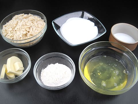 Banh-hanh-nhan-recipe-How-to-make-Almond-Tuiles-at-home 3
