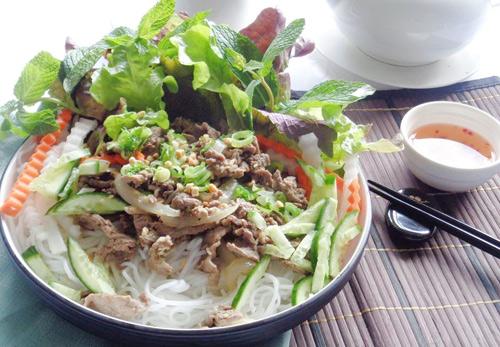Bun-bo-nam-bo-recipe–How-to-make-Vietnamese-beef-and-noodle-Salad 1