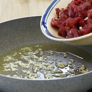 Bun-bo-nam-bo-recipe –How-to-make-Vietnamese-beef-and-noodle-Salad 6