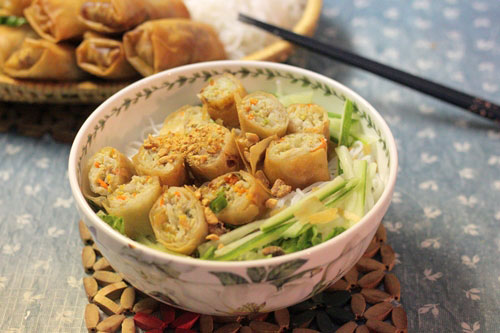Bun-Cha-Gio-Recipe–Vietnamese-vermicelli-noodles-with-fried-spring-rolls 2