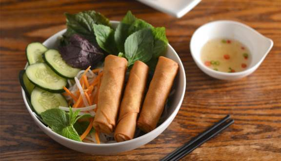 Bun-Cha-Gio-Recipe–Vietnamese-vermicelli-noodles-with-fried-spring-rolls 1