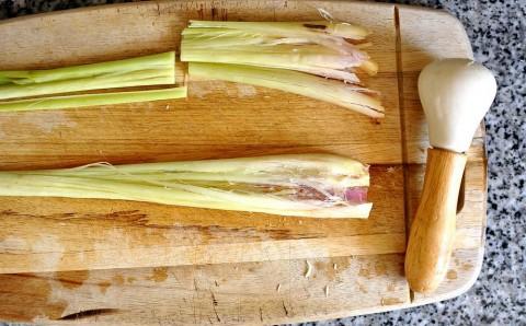 Bun-bo-hue-Recipe–Vietnamese-spicy-Vietnamese-beef-noodle-soup 9