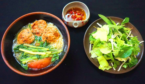 Bun-cha-ca-recipe-Vietnamese-fish-cake-rice-noodles-soup 11