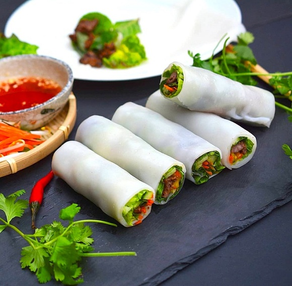 Pho-Cuon-Recipe–How-to-make-Pho-roll-with-beef 2
