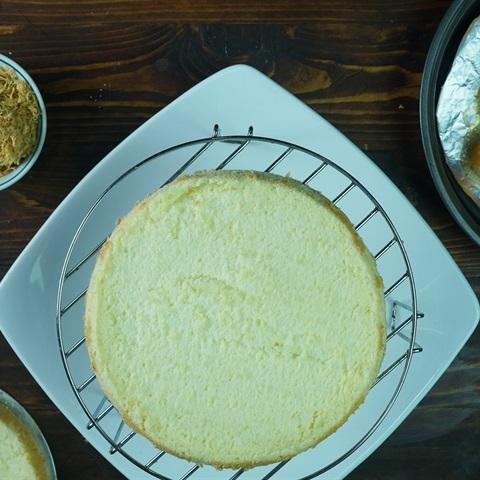 Banh-bong-lan-trung-muoi-Vietnamese-Salted-egg-sponge-cake-Recipe 8