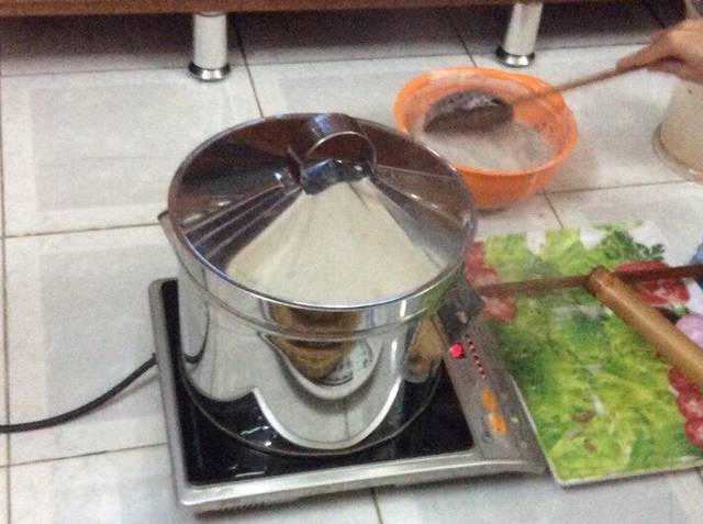 Banh-da-Recipe-Vietnamese-sesame-rice-cracker-recipe 3