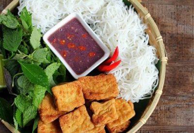 Vietnamese bun dau mam tom recipe - Rice vermicelli with fired tofu and fermented shirmp paste